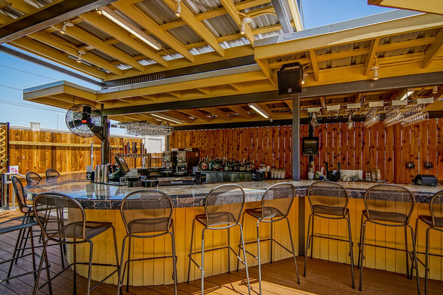 Large_patio_bar
