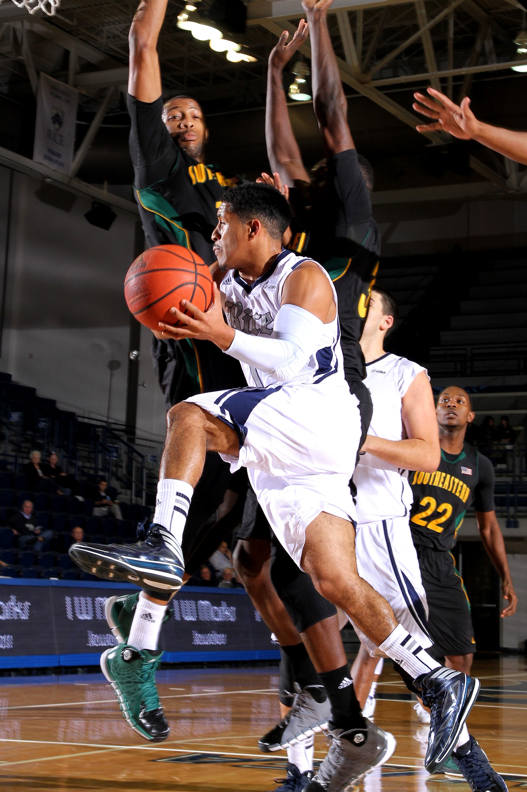<b>Max Guercy</b> led Rice with 17 points and nine assists at Texas A&amp;M.