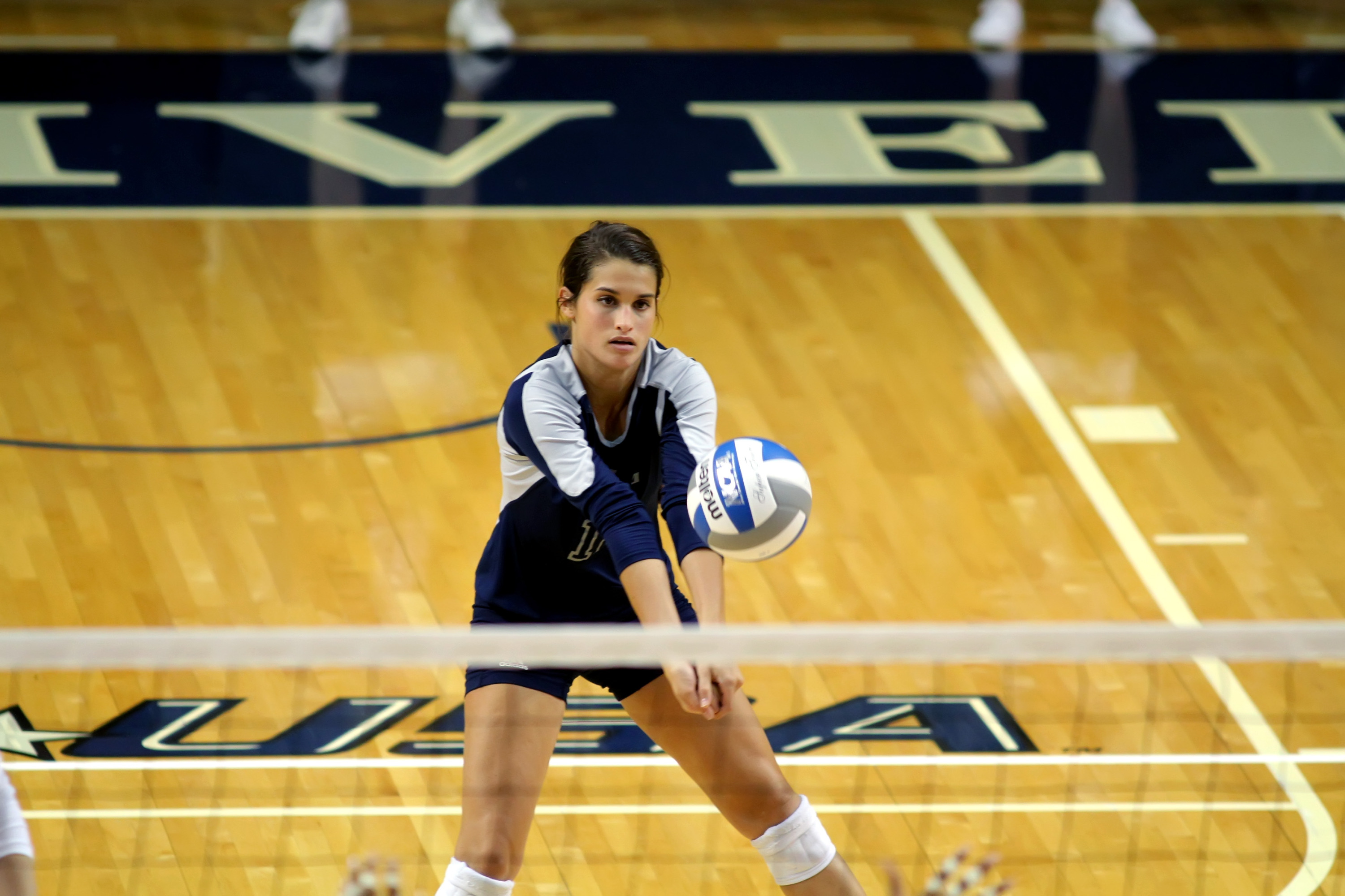 Daniela Arenas' 35 digs were fourth-most in a single match in school history