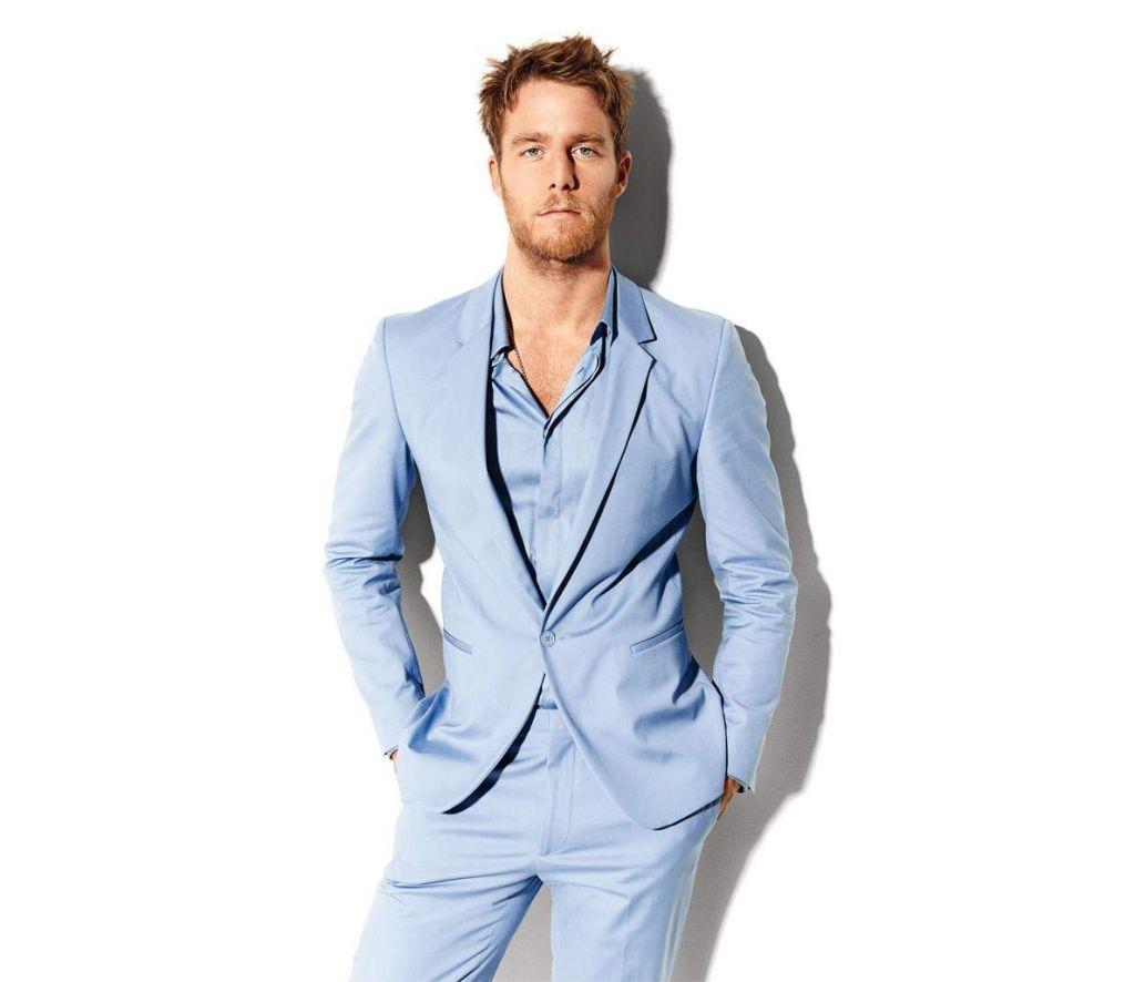 main-shameless-star-jake-mcdorman-shows-off-the-best-new-suit-for-spring