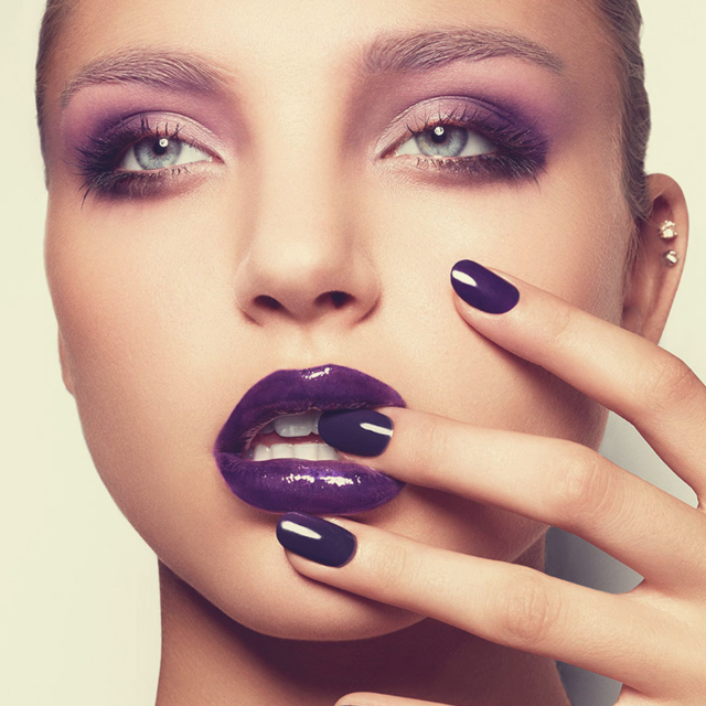 http://www.eyeshadowlipstick.com/wp-content/uploads/2013/03/purple-glossy-lips-nails.jpg