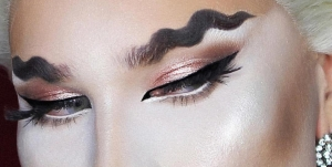 squiggle eyebrows beauty trend