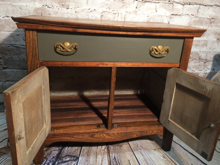 Beau Antique Commode Cabinet   041076