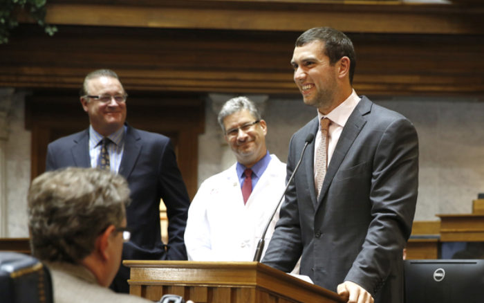 newsroom-indiana-statehouse-supports-riley-hospital-and-andrew-lucks-change-the-play-01-10052015