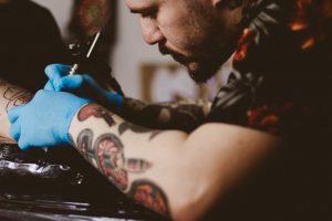 Quem tem tatuagem pode doar sangue?
