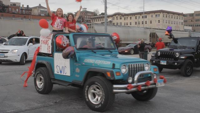 Alton High School Holds Parade to Celebrate the Class of 2020