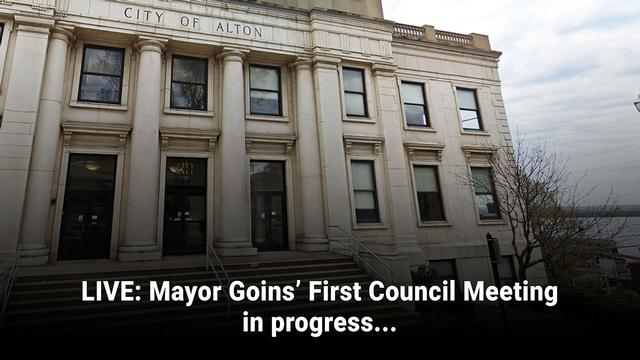 Alton Mayor David Goins conducts his first city council meeting