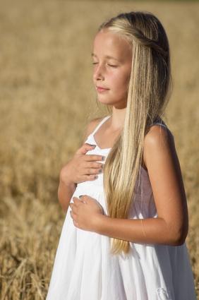 Meditierendes Mädchen