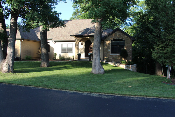 Golf Course Home w/room for 2 Families