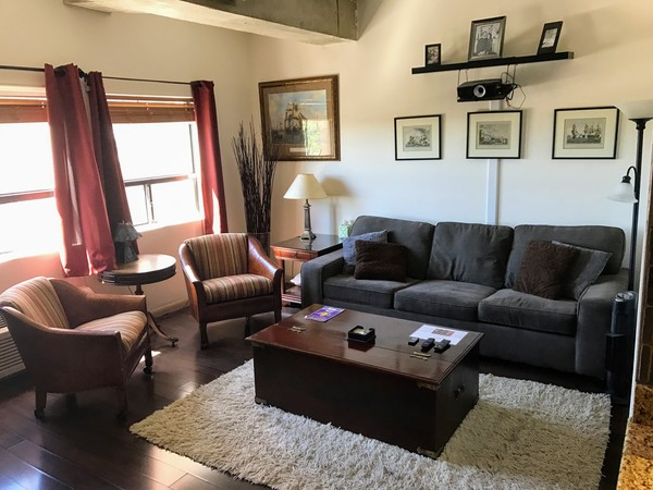 Downtown 6th floor Condo. University Tow