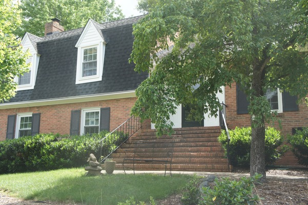 1.8 miles from Quail Hollow golf course