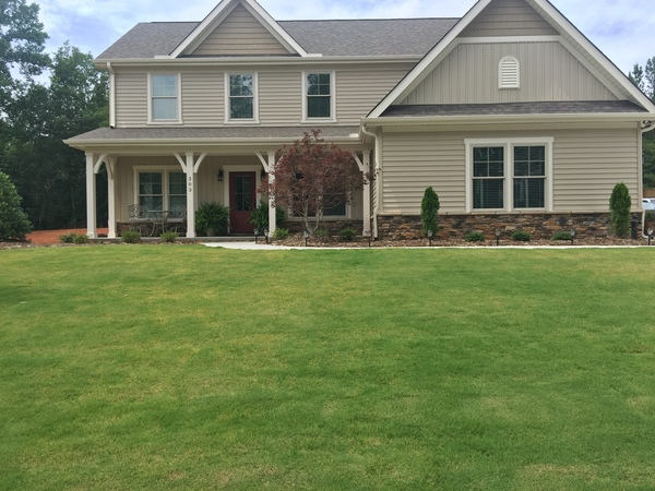 New Home- Family Friendly with Patio