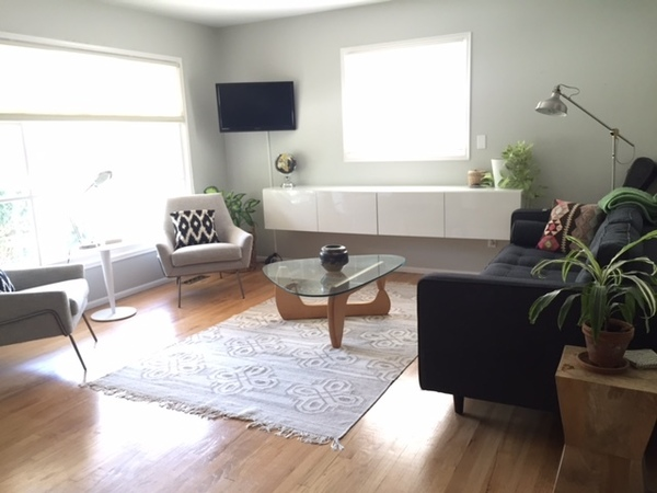 Modern & Clean, Great Location!