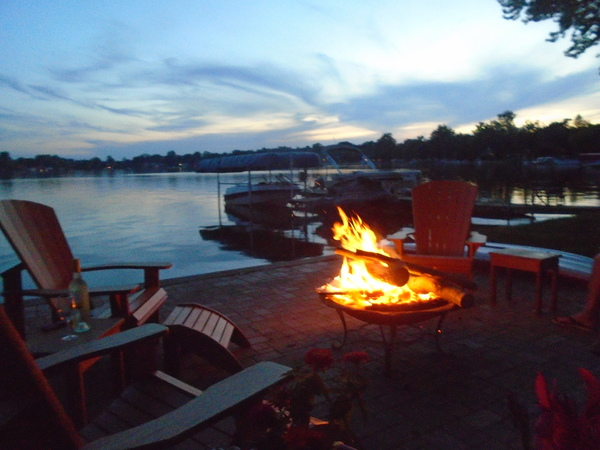 Great sports weekend place on lake!