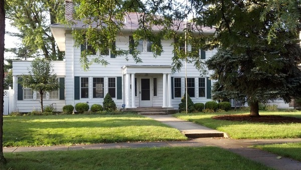 4 BR Colonial - Walking distance to ND!