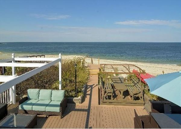 4 bdrm with Amazing Views by Beach!