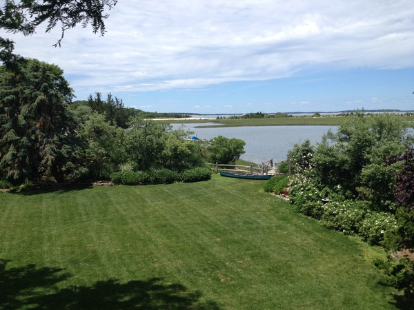 Waterfront, views, huge yard, quiet!