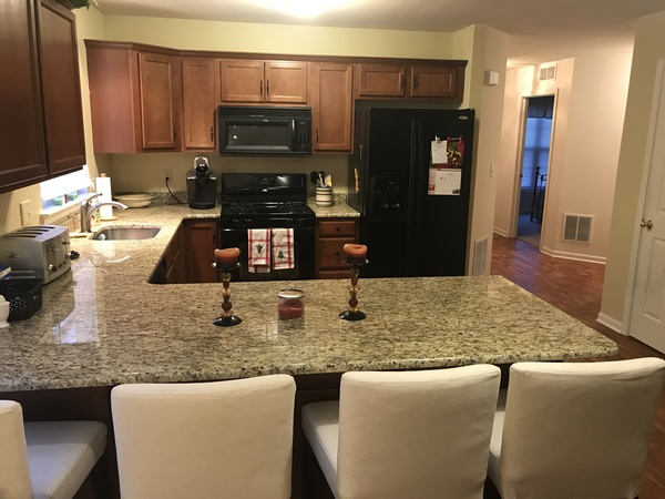 Spacious townhome on way to the game!