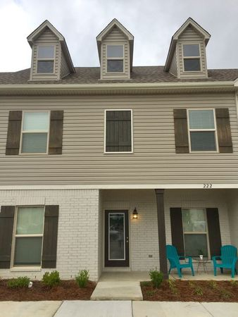 Large, New Condo 5 min to Ole Miss!