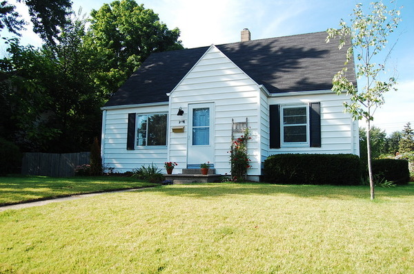 4 Bedroom Home. Walk to ND.