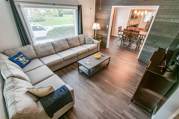 Remodeled Large Bungalow Walk to ND