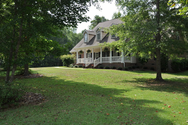 This is AUBURN! 3500 sq ft on 4.5 acres!