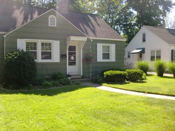 Darling Cape Cod 3 Bedroom Rental Home