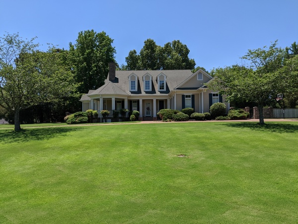 4 BR/4 BA on Estate Lot- Room to Relax!