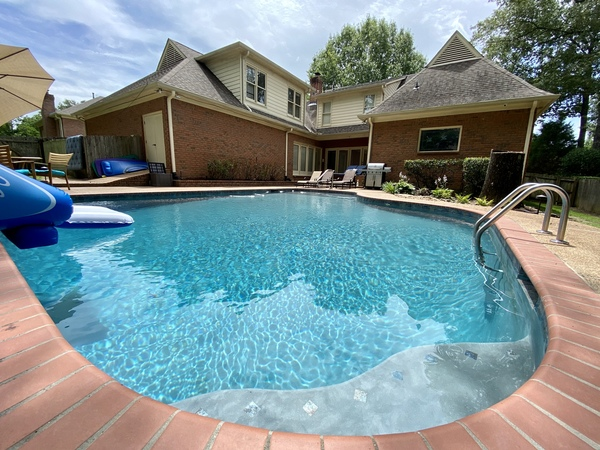 Spacious House with Chef's Kitchen; Pool