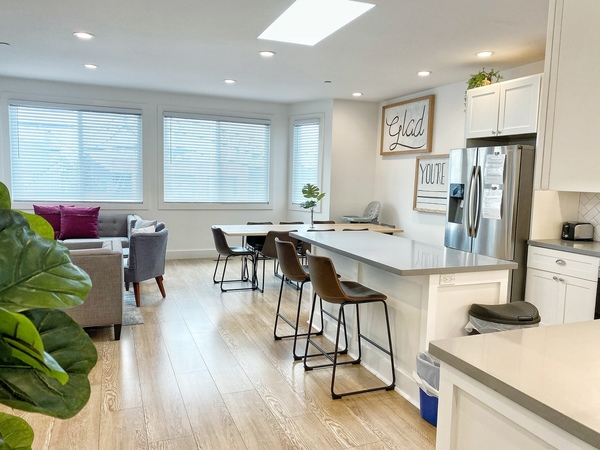 Large Modern Home, 10 min from Harding