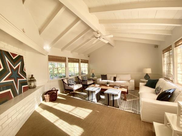 Charming Beach House  HSR20-000709