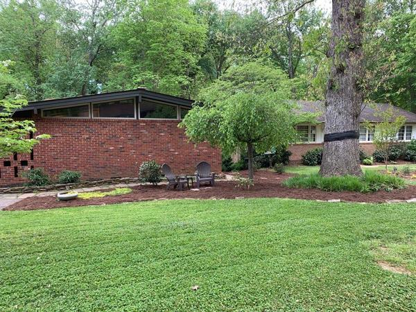 MCM Bungalow 3.9 miles from QH Golf Club