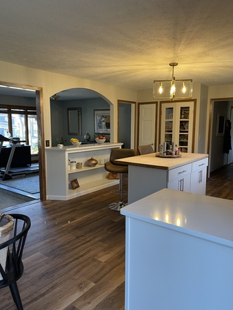 Newly remodeled kitchen- 5.3 ml from ND!