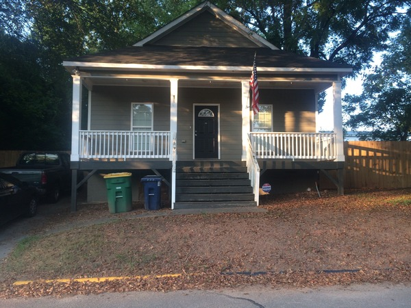 Family home just minutes from downtown!