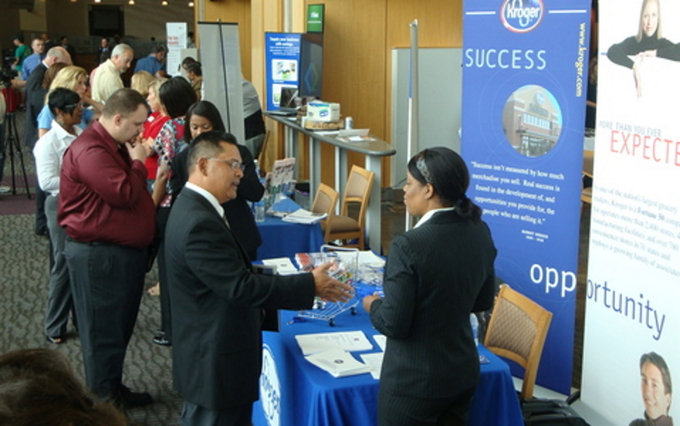 networking-at-veteran-career-fair