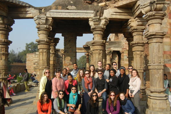 01 bw discovering india group