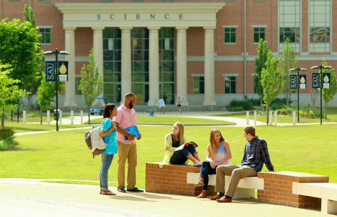 Sau students on campus