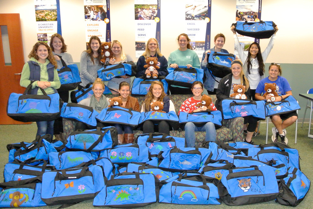 20171101 field hockey charity duffel bags 009 1000px