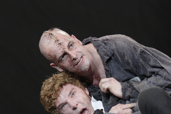 Ntl 2018   frankenstein   11 the creature jonny lee miller and victor frankenstein benedict cumberbatch. photo by catherine ashmore