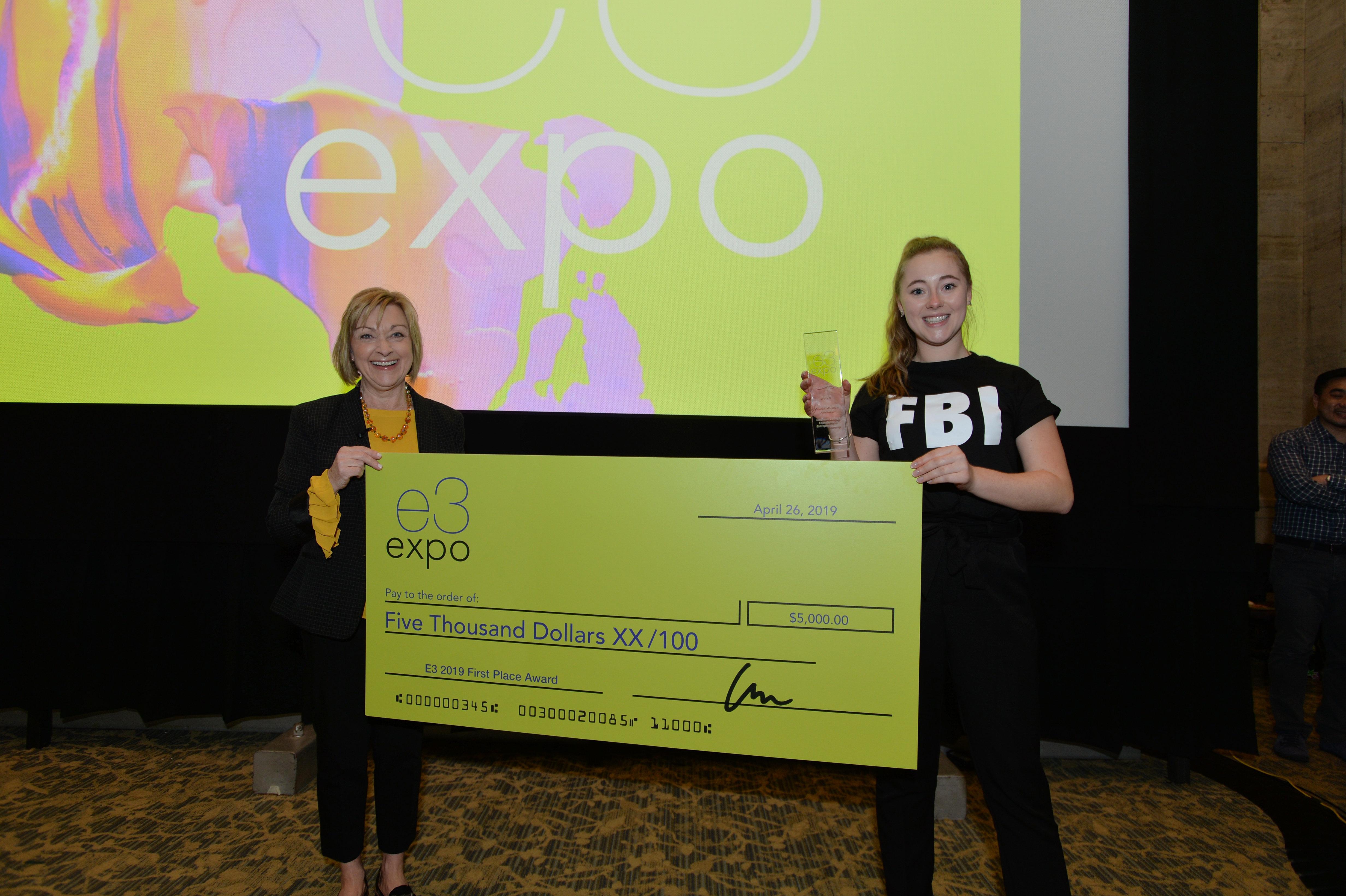 1st place daniella roberge check e3 expo 0381