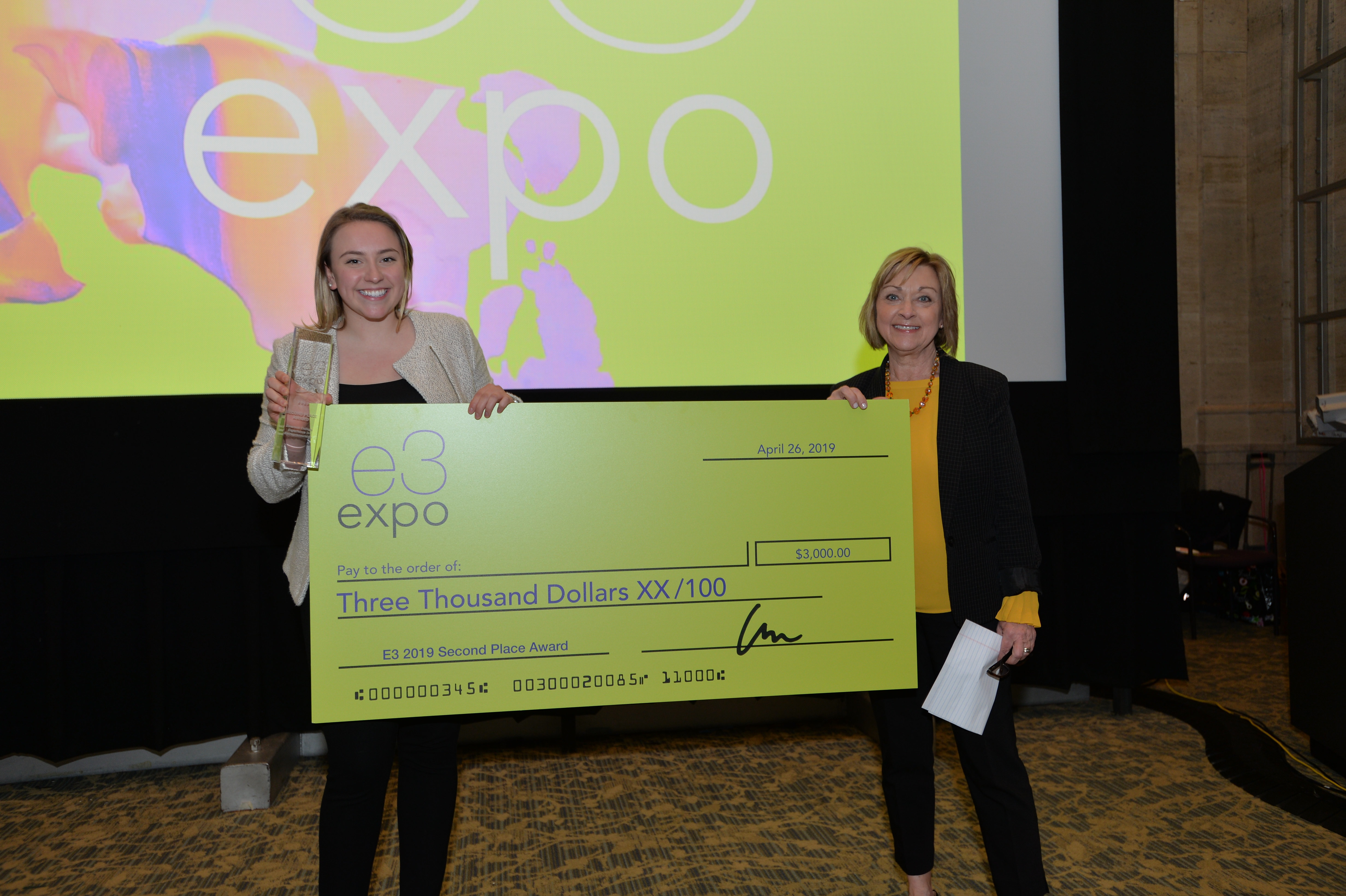 2nd place julia perry check e3 expo 0375