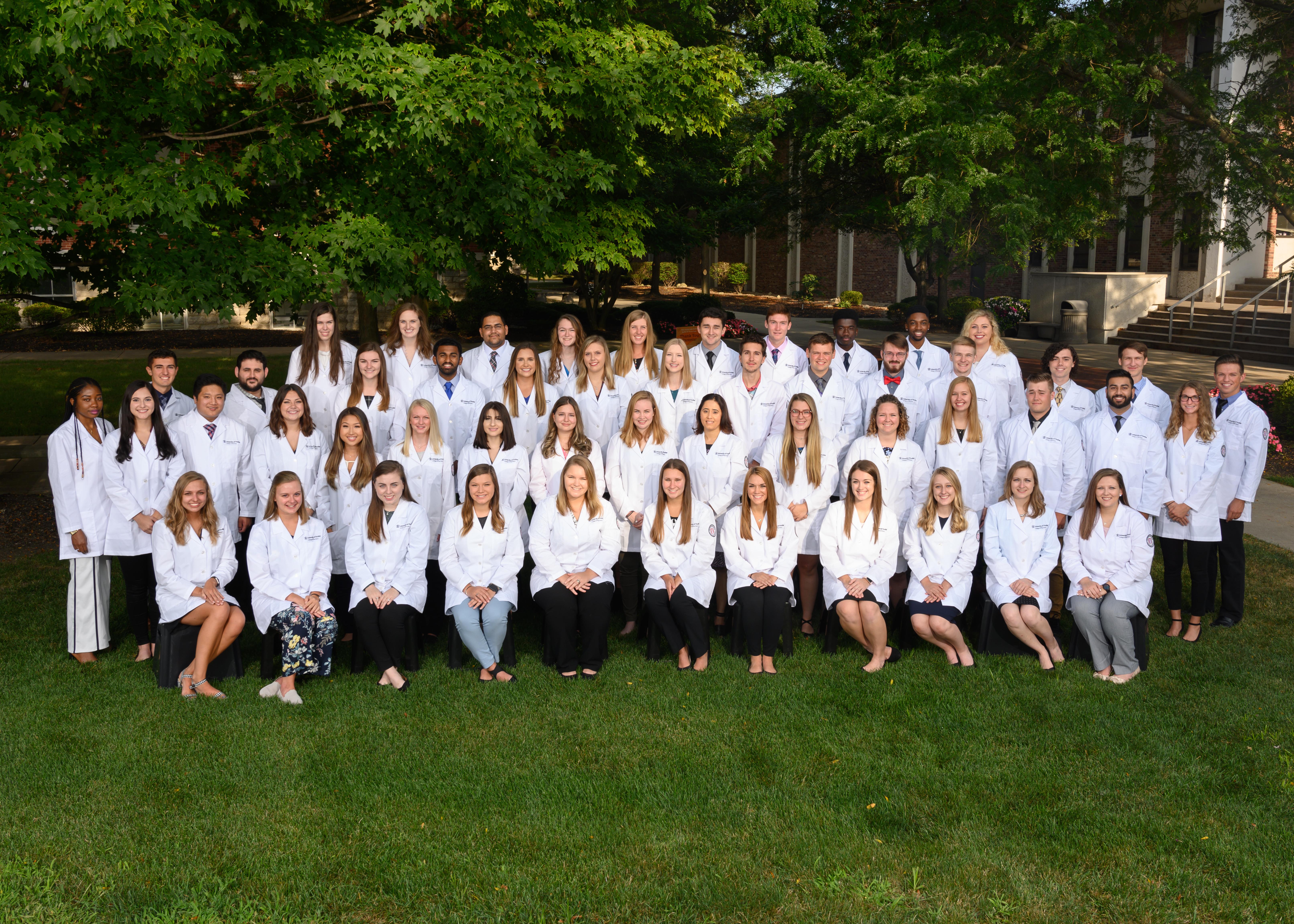 White coat class of 2023 class photo