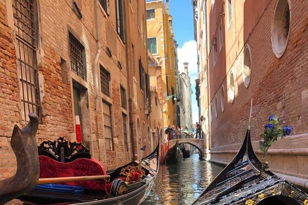 Italy gondola in venice anna mugan