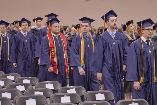 2019 commencement students 6947