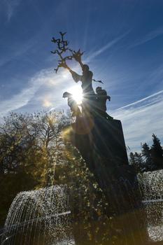 0006-Saint_Franci_Blue_sky_fountain.jpg