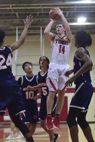 Logan Brewer's Men's Basketball Recruiting Profile