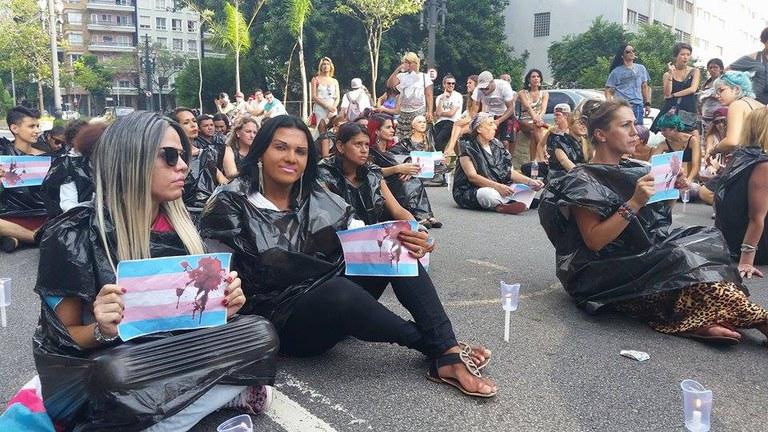 """Caminhada pela paz """"Sou Trans e Quero Dignidade e Respeito"""", em janeiro de 2016 (Agência Brasil)"""