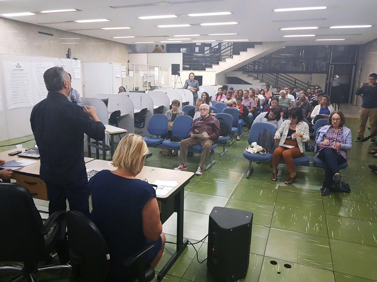 Movimento de moradia abandona audiência sobre orçamento na Sé