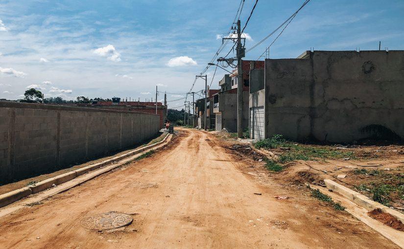 Nas periferias de São Paulo, ruas não têm pavimentação há 50 anos