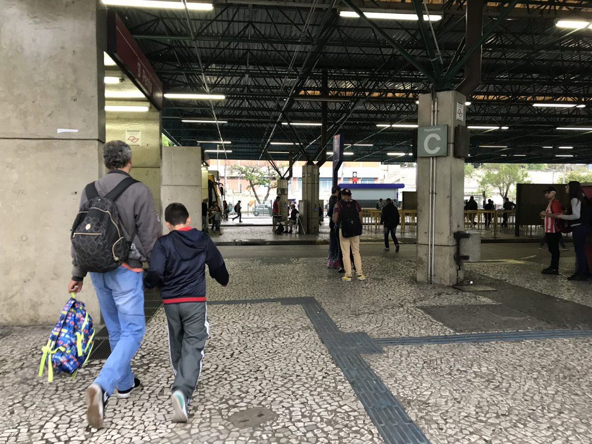 27% das paulistanas criam seus filhos sozinhas na cidade